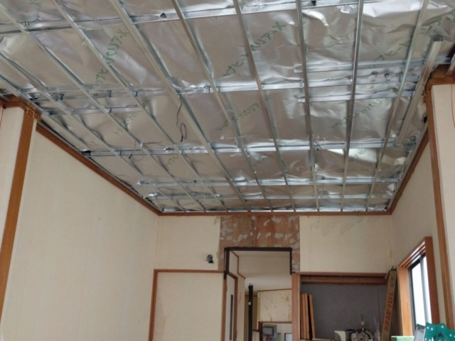 店舗折半屋根下地